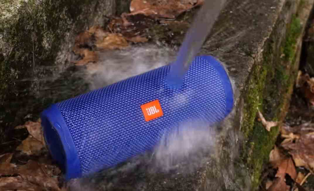 Jbl flip 4 in Blau Wassertest