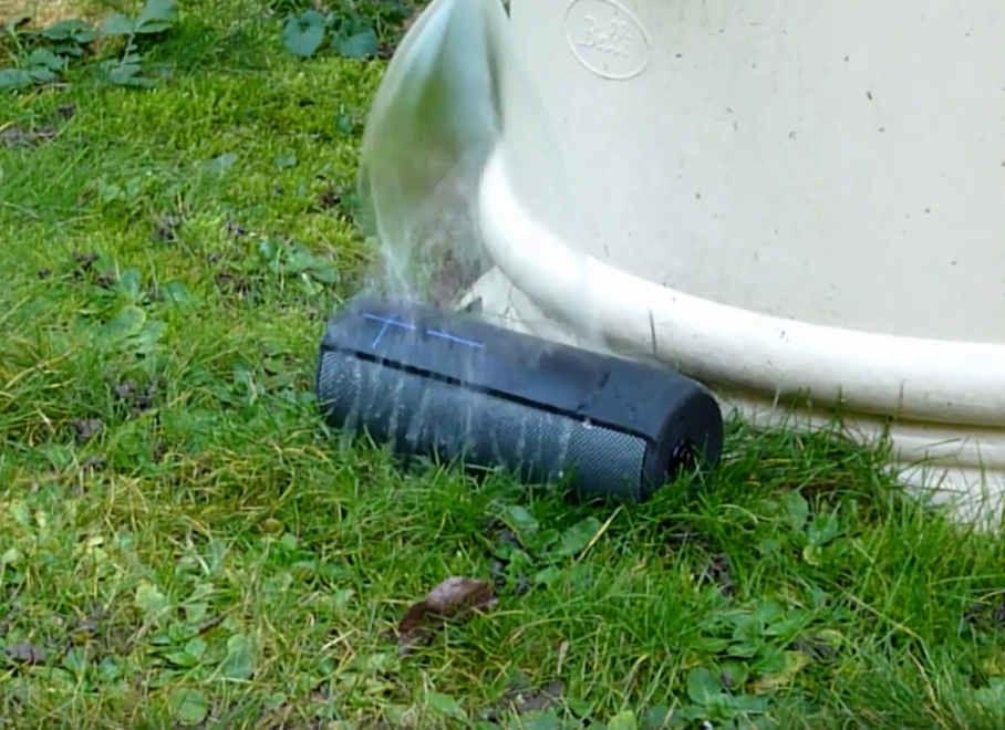 UE Megaboom Bluetooth Lautsprecher Wassertest