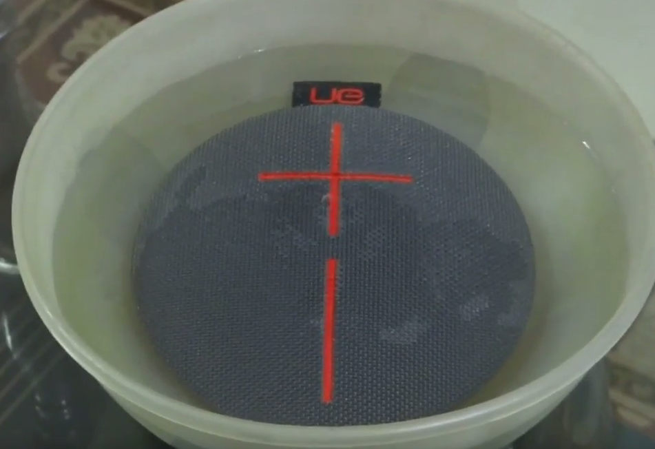 UE Roll 2 Bluetooth Lautsprecher Wassertest