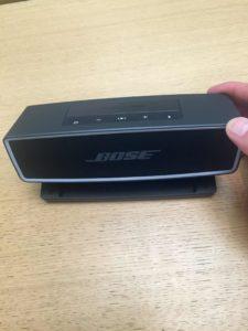 Bose-Soundlink-Mini-Front auf dem Tisch