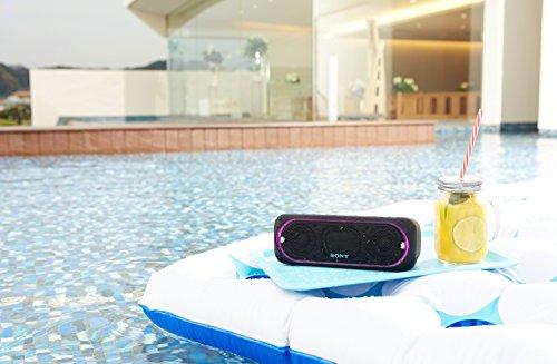 Sony SRS-XB30 Tragbarer, kabelloser Lautsprecher (farbige Lichtleiste, Stroboskoplicht, Extra Bass, Bluetooth, NFC, wasserabweisend, bis zu 24 Stunden Akkulaufzeit, Wireless Party Chain) Schwarz -