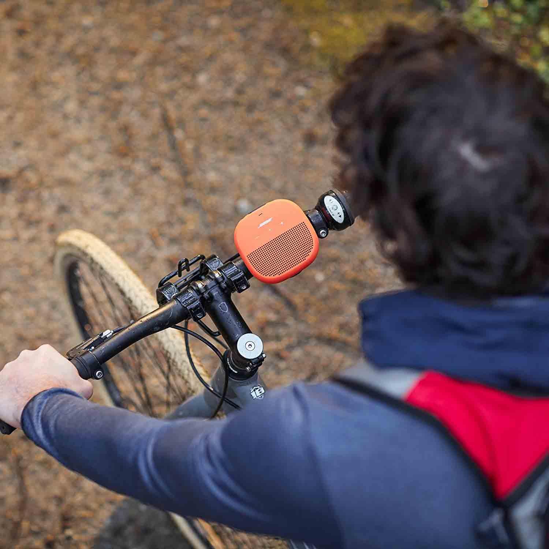 Bose Soundlink Micro mit Halterung am Fahrrad